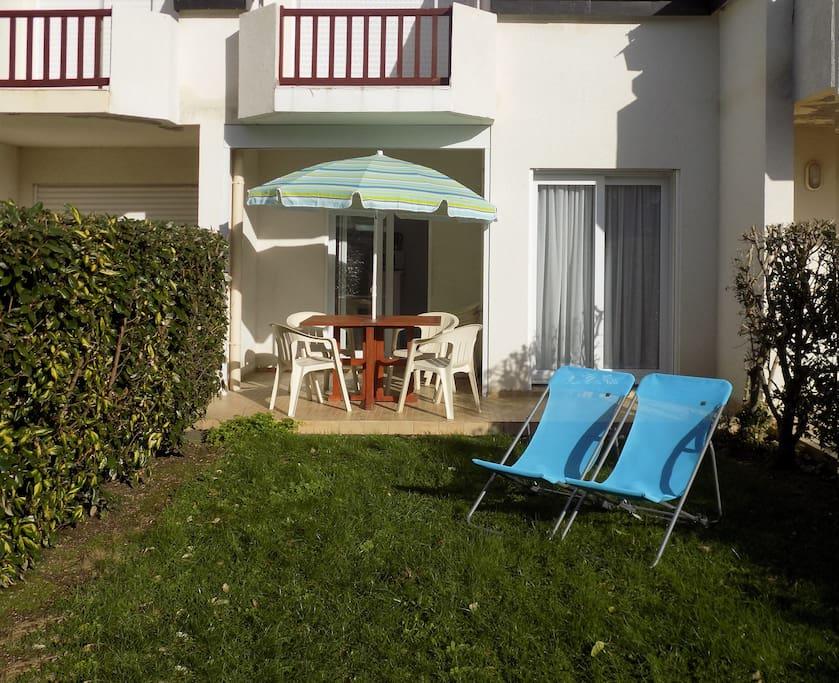 studio et jardin dans r sidence avec piscine apartments for rent in carnac bretagne france. Black Bedroom Furniture Sets. Home Design Ideas
