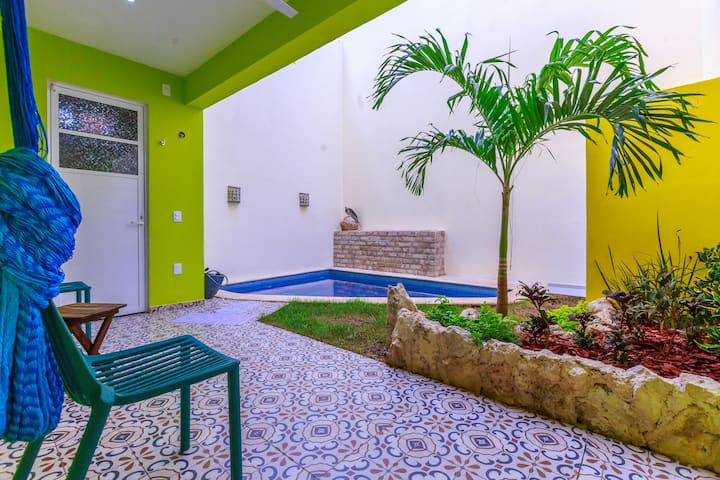 Great Location, Private Pool, Deep Discounts