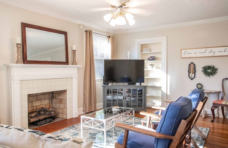 Cozy, Clean, 2 Bedroom, Entire House