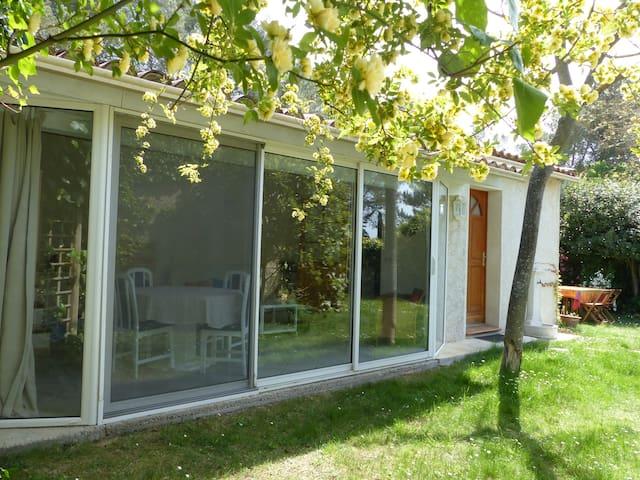 Jolie maison 10mn d'Aix en Provence jardin piscine