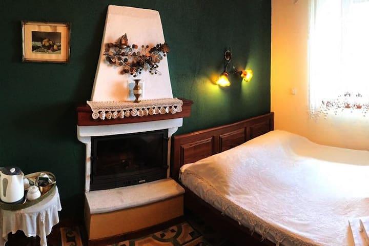 Αλισάχνη (Alisachne), green earth room
