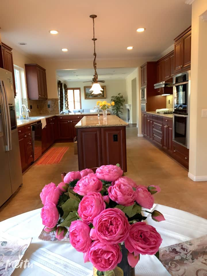 Great luxury big master bdr share kitch living