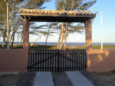 Casa de frente para o mar (Praia Santa Clara)