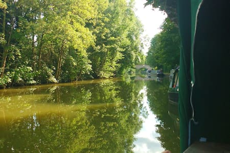 Narrowboat in the Chilterns AONB - Tring - Лодка