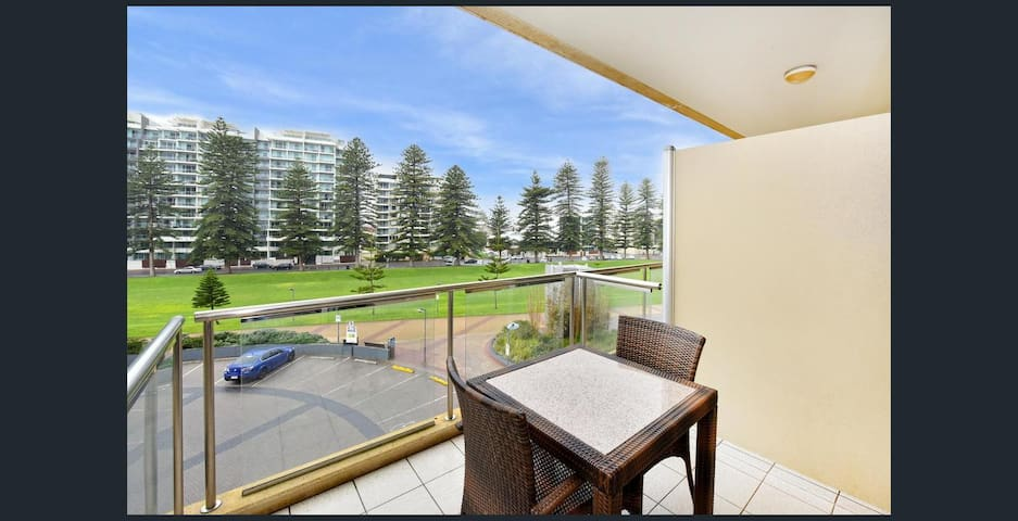 Luxury Beachfront Apartment Glenelg Oaks Pier