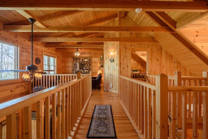 3BR, Central Location, Close to App Ski Mtn, Downtown Blowing Rock and Boone.