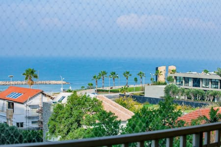 Stunning 1 bedroom apartment with pool by the sea