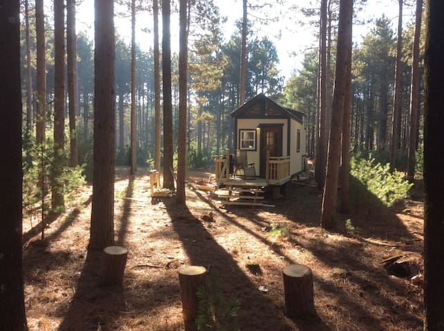 Evergreen Off-Grid Tiny House in the Woods! - Montello - Dům