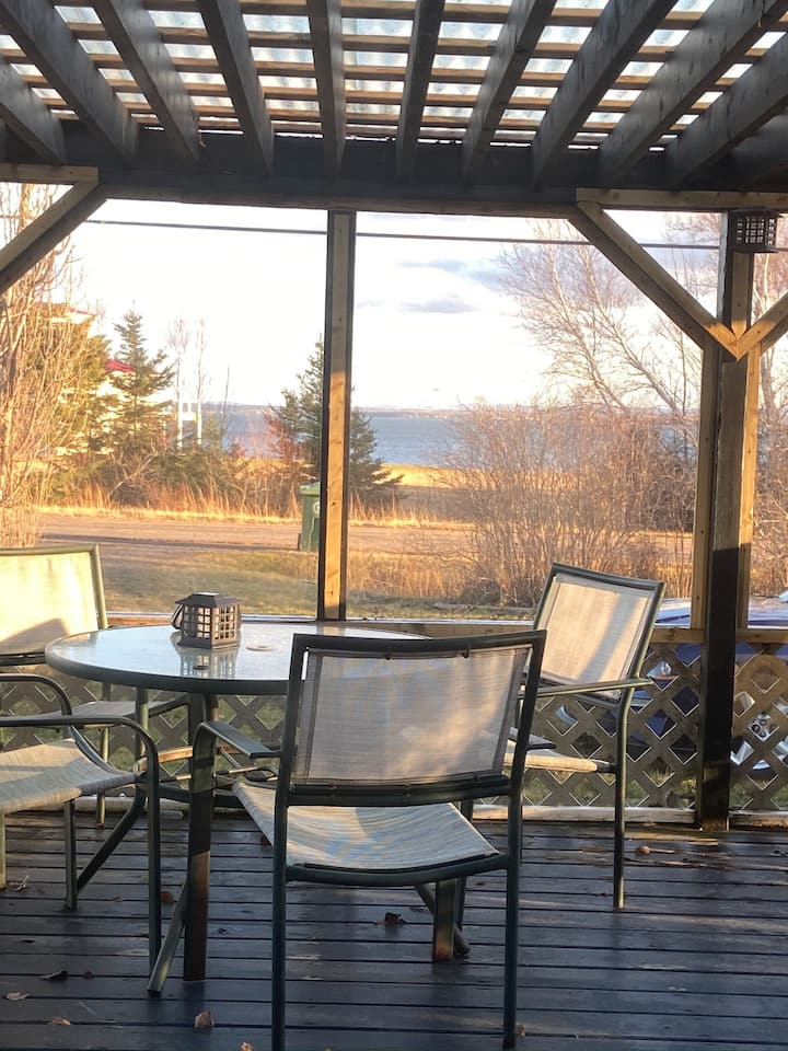 Malagash Cozy Oceanside Cottage close to beaches.