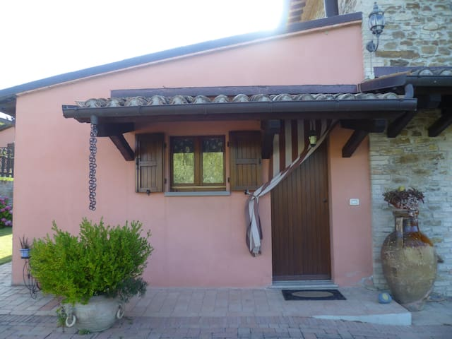 VILLA B&B VICINO A URBINO A 8 KM. - Cal Monte - Apartment
