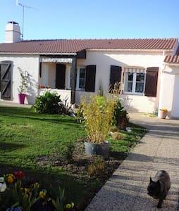 Jolie maison en centre-bourg - Saint-Hilaire-de-Riez - Rumah
