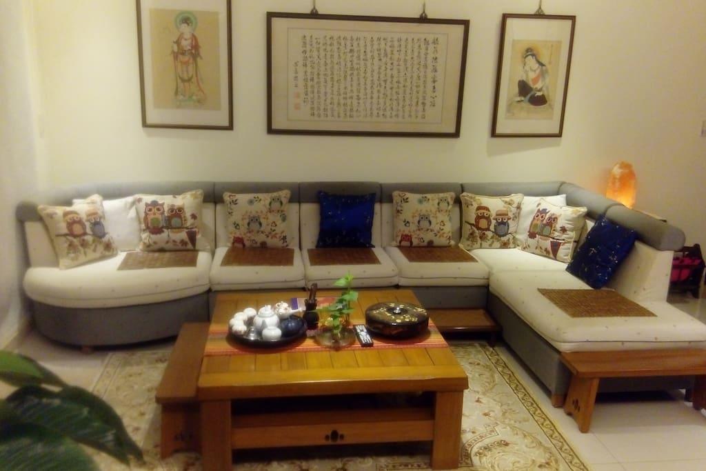 優雅溫馨的大客廳/可容納15人左右/像回到家一樣的親切又舒服.