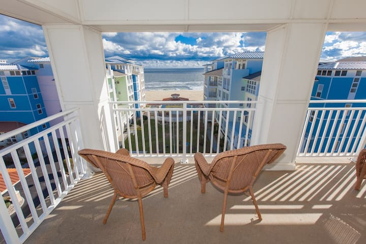 B438 Sea Chelle Penthouse: Outstanding Sunrises & Sunsets Can Be Enjoyed From This 4 Bedroom Penthouse