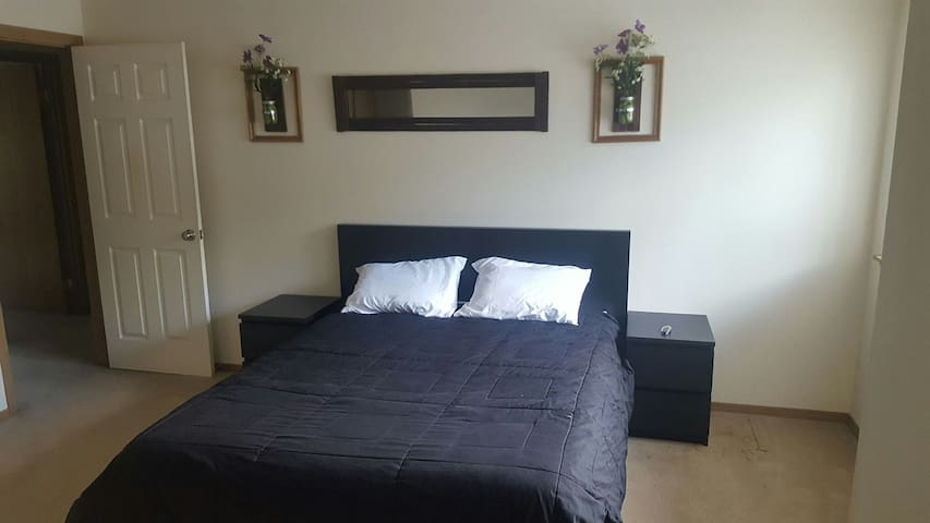 private room/bathroom - Bonney Lake - Kondominium