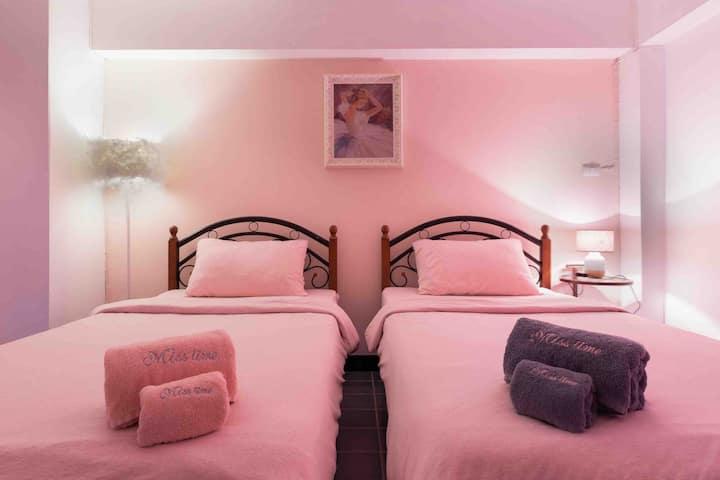 晒时间 pink house 清迈大学后门精品名宿双床房,免费早餐,下午茶,3晚包接机