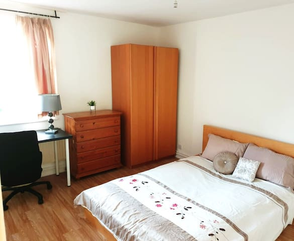 Cosy double room (4), Canary Wharf, E14, London