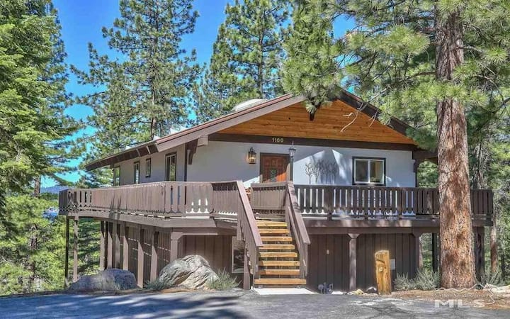 Filtered Lake View Chalet Completely Renovated