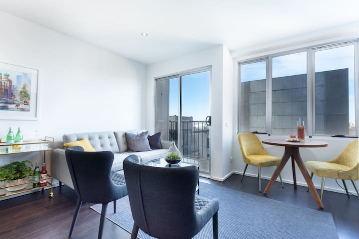 OLIVER Stylish Living 300m to Flinders St Stn