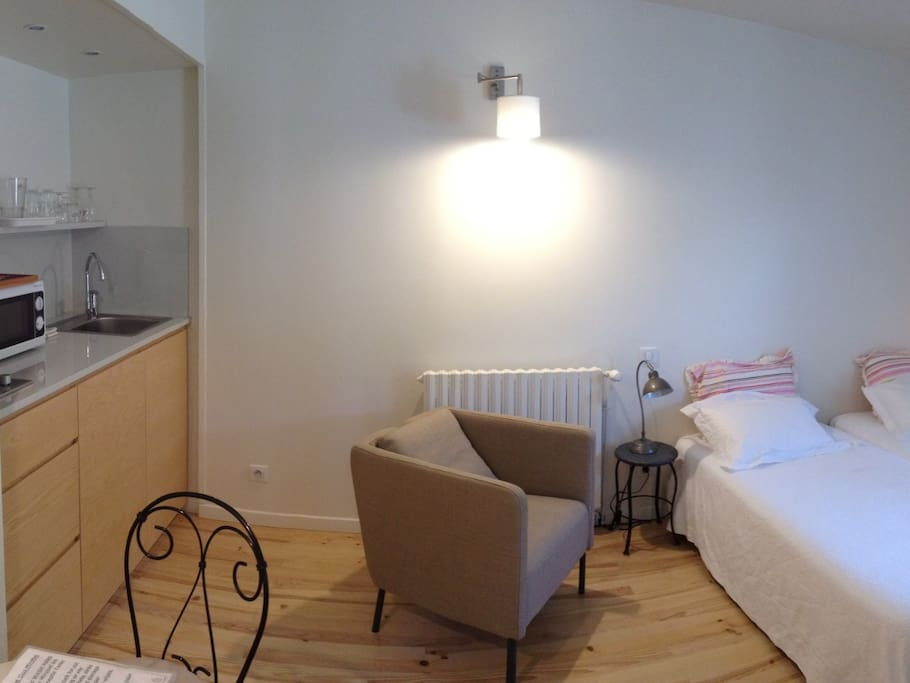 Camelia Studio - 26 m2 Ground Floor Studio - with Kitchenette, Twin Beds and Bathroom