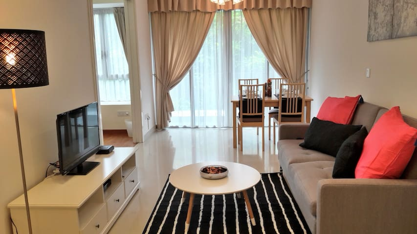 1 Bedroom Apartment in Vibrant Holland Village