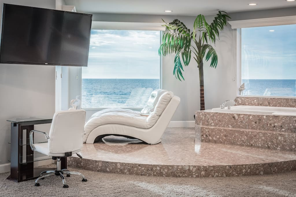 The master bedroom has it's own Gulf-surrounded lounge area with jetted jacuzzi tub, 54 inch flat screen TV and chairs.