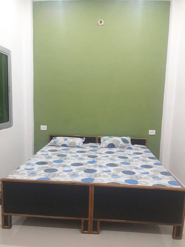Room with Balcony and near to Ganga River
