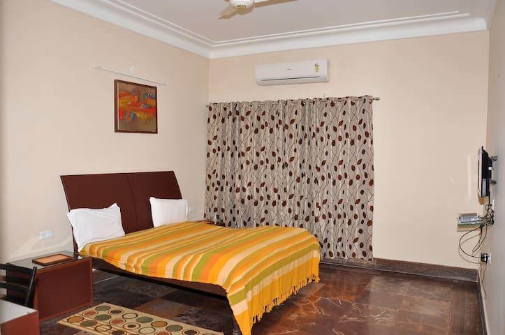 Airy, large room - Jaipur - Villa