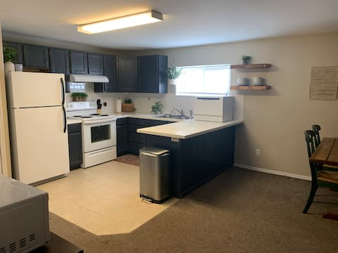 Cute Downstairs unit of Duplex close to BYUI!