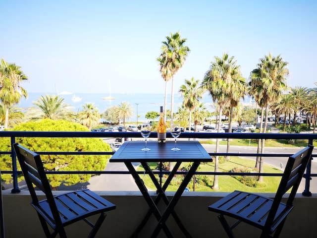 Sea view / Beach front luxurious flat