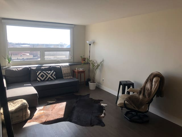 Modern 1 Bedroom apartment in prime Mission area