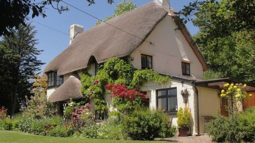 Higher Thornwood - picturesque cottage, sleeps 7