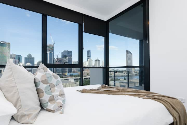 Riverview 2bed apt @ SouthBank w/ Pool & Parking