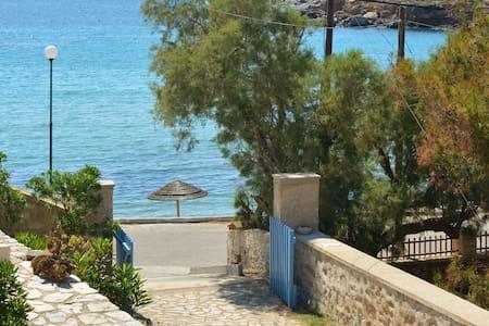 Almiriki Villa - Siros