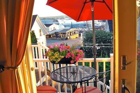 Jul 12-16 Open! Sunset Studio w/Scenic Harbor View