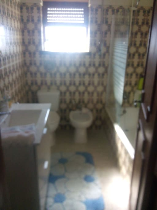 Wc com banheira, bidé, sanita e lava mãos