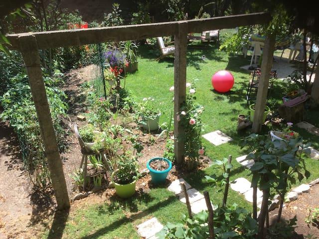 Lieu calme au cœur des arbres, a 5mn du centre - Aix-en-Provence - Allotjament sostenible a la natura