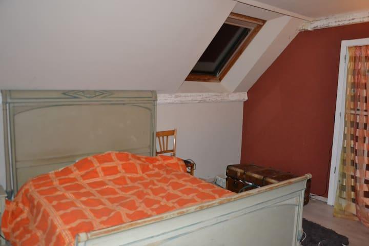 Chambre double spacieuse  avec salon de lecture - Autry-Issards