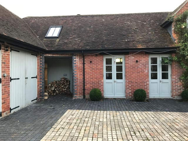Stables Cottage - Cosy Retreat near Winchester