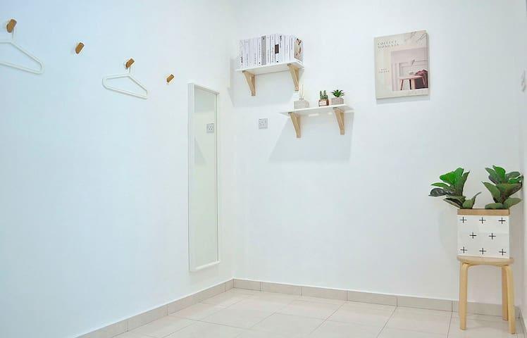 Master Bedroom, Full Body Mirror