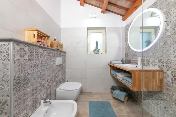 Bathroom with a shower on a mezzanine floor