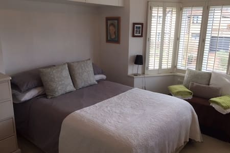 Charming double bedroom in Henley - Henley-on-Thames - House
