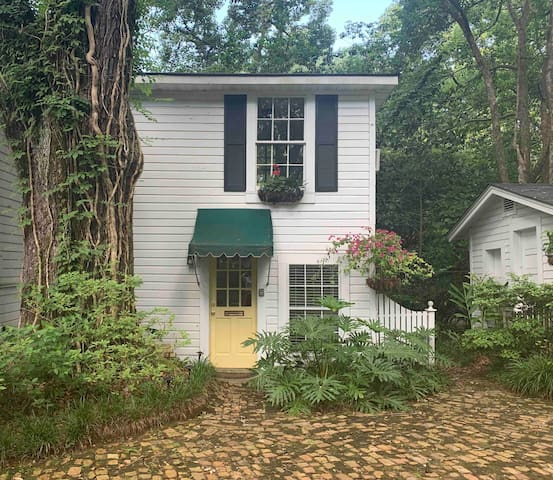 Carriage House at historic Mobile, AL home