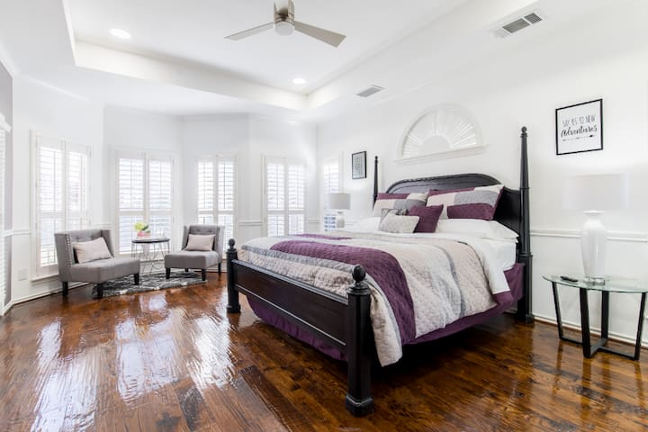 """Luxury King Bed MASTER SUITE with own """"OFFICE"""""""