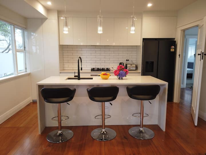 2 sunny rooms  in Happy House Sandringham Auckland