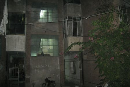 Rental Rooms Free Elec. water Gas, - Lahore