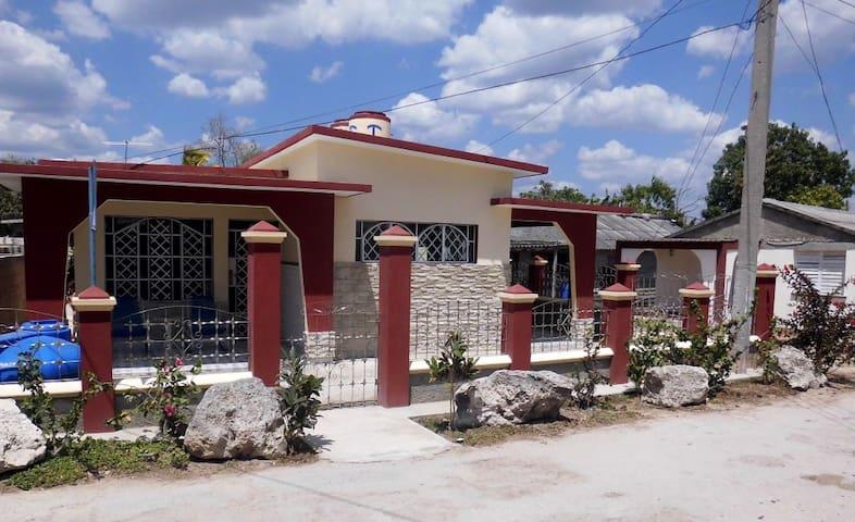 Hostal  Mauro y Maribel - Habitación - 2 - Playa Giron - Huis