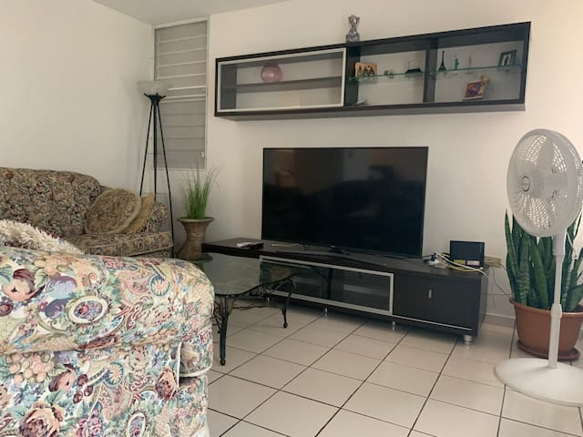 Cozy Home 13 minutes from the City - A/C and WiFi