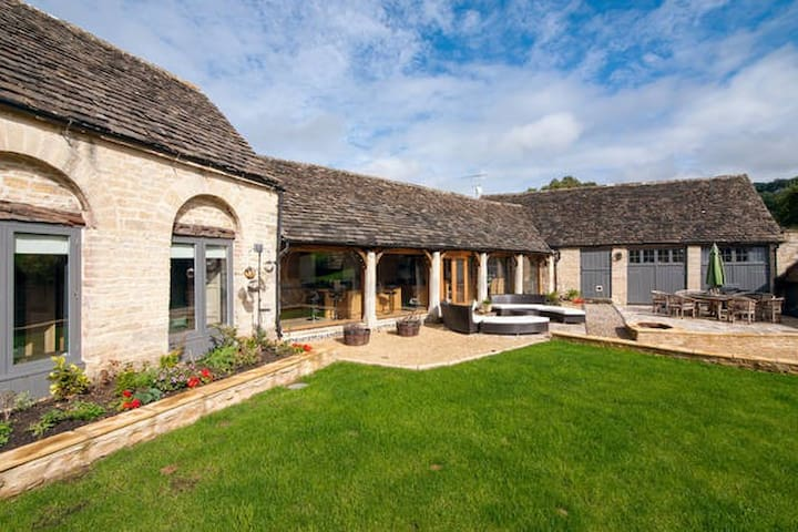 Converted Barn in The Cotswolds - Grey Room - Gloucestershire - Bed & Breakfast
