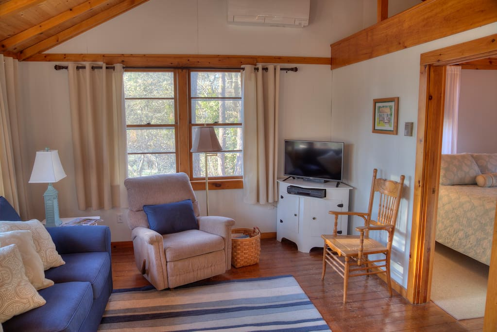 Cottage equipped with cable TV and high speed wifi