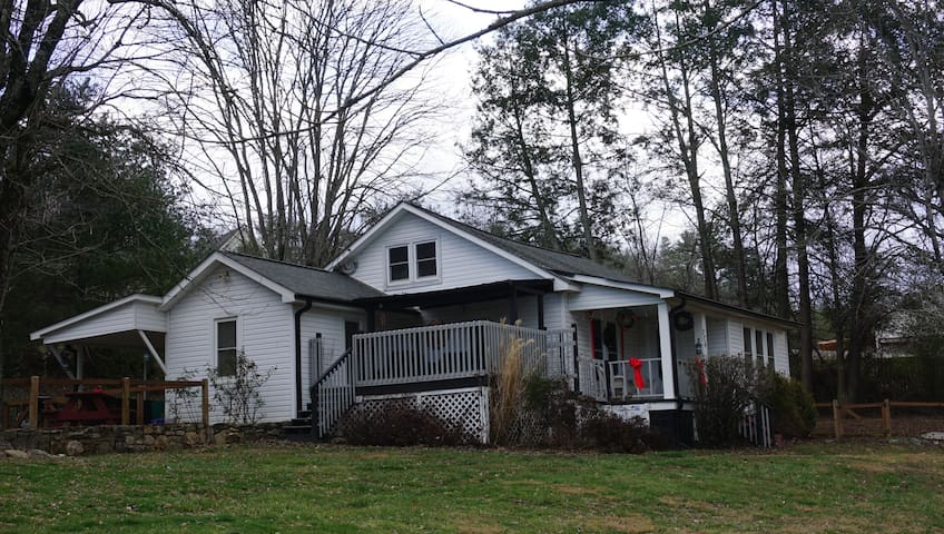 Firefly Cottage - Weaverville